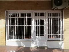 local comercial situado en la colonia madrid, reformado, listo para funcionar.De unos 65 m2. Solicite más información a su inmobiliaria de confianza en Benidorm  www.inmobiliariabenidorm.com