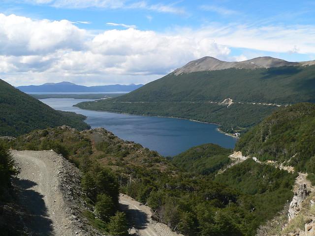 El lago Fagnano... allá, a lo lejos