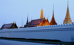 Wat Phra Kaew behind defensive wall