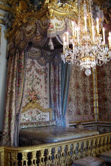 Versailles ch teau de versailles la chambre de la for Chambre de la reine