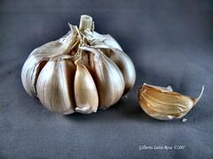shallot(0.0), plant(0.0), vegetable(1.0), garlic(1.0), produce(1.0), food(1.0),