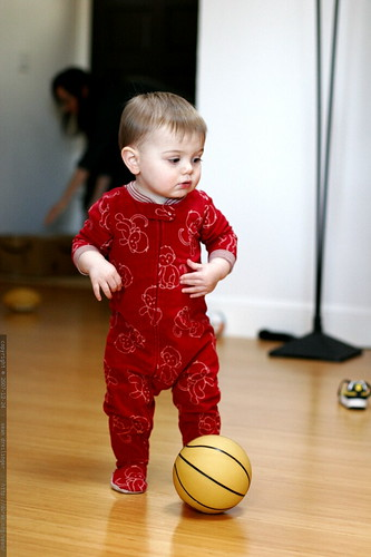 kicking the baby basketball    MG 7278