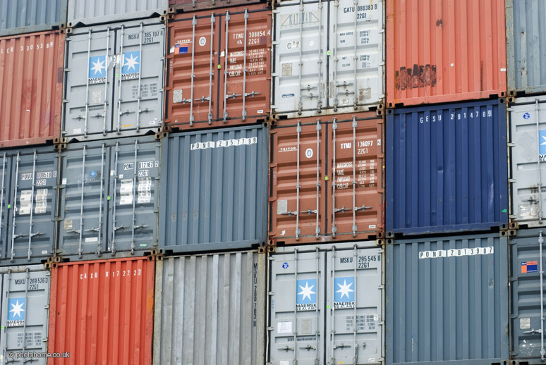 Photo:shipping containers By:photohome_uk