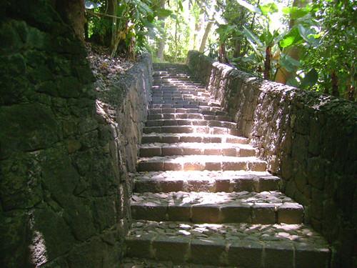 Escaleras de piedra al caminar por el parque puedes - Escaleras de piedra ...