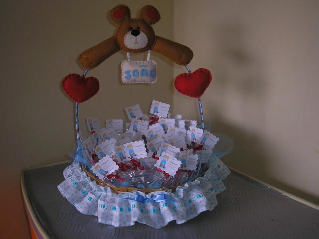Cesta decorada com lembrancinhas de maternidade !!!  Flickr  Photo