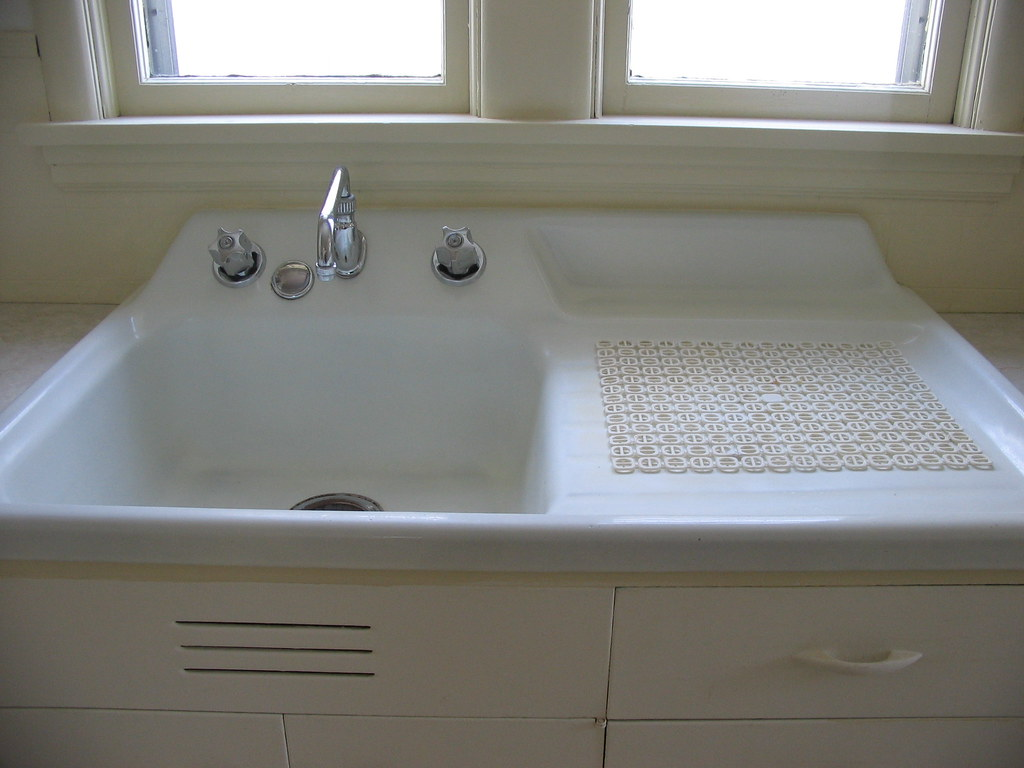 Antique kitchen sink | cjhousehunt | Flickr