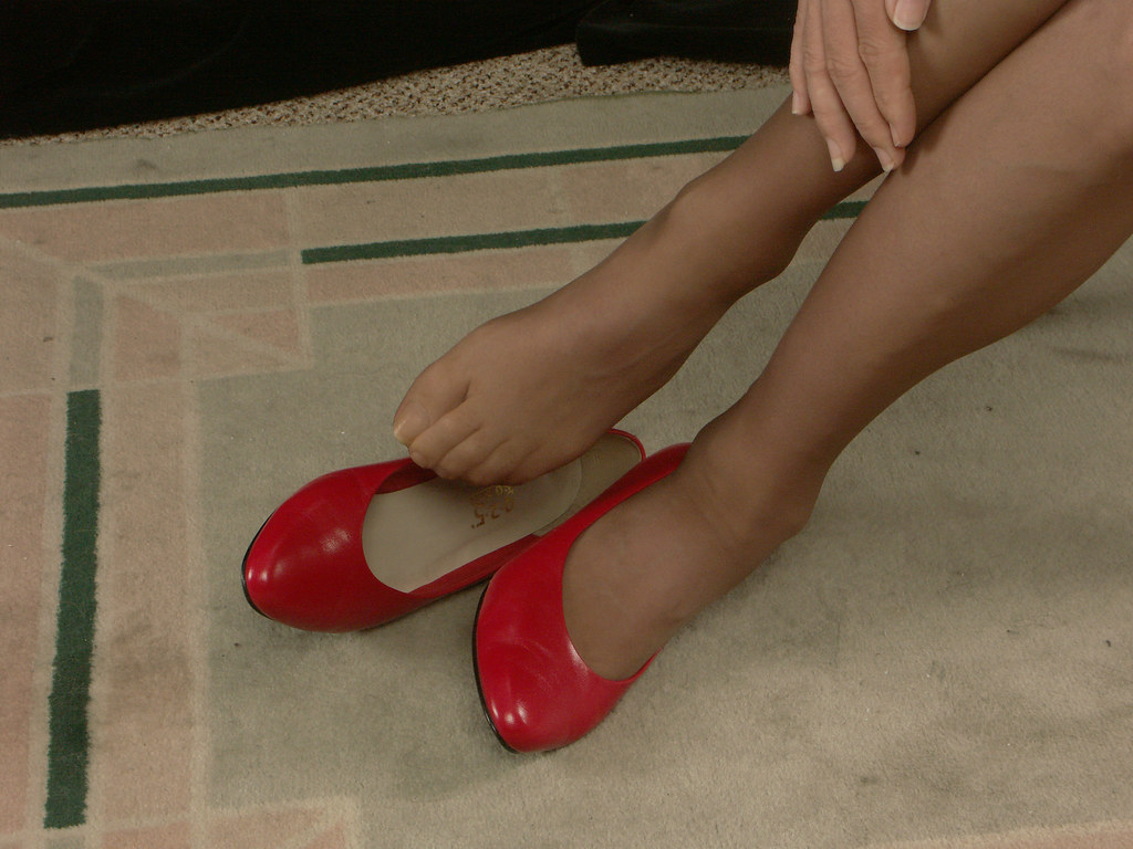 Shoejob with sexy red platforms heels 8