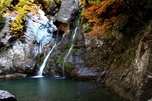 waterfall fallcolors massachusetts foliage berkshires bashbishfalls