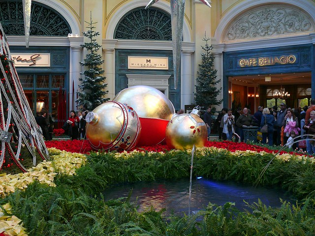 Christmas decorations in bellagio christmas decorations for When does las vegas decorate for christmas