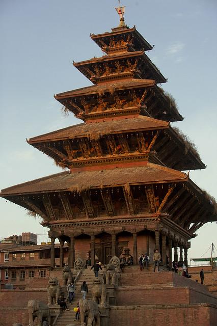 NPL - Bhaktapur - Taumadhi Square 001