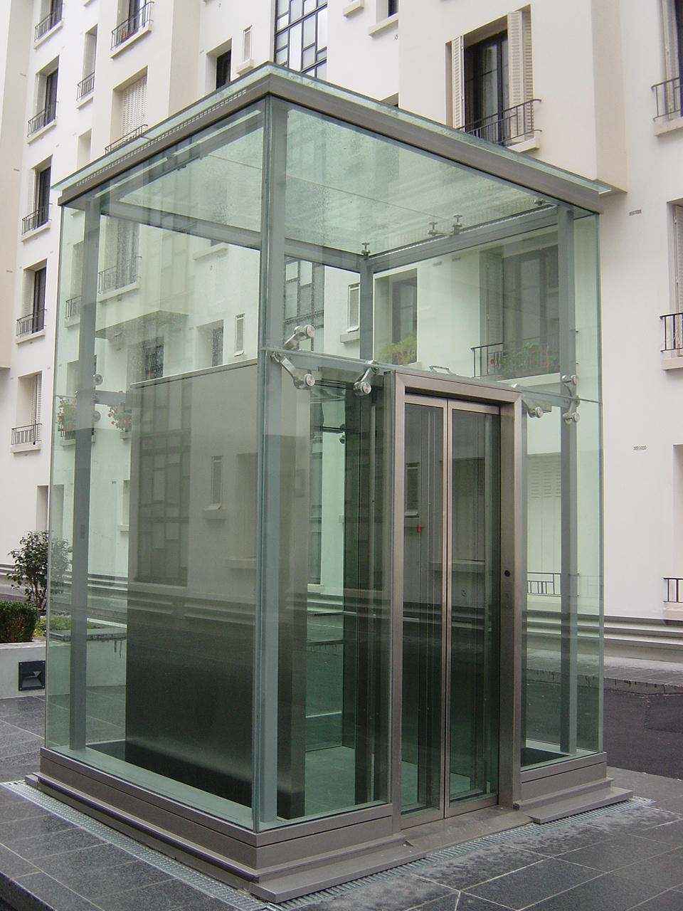 panoramic glass elevator ascenseur emch vitr rue pau. Black Bedroom Furniture Sets. Home Design Ideas