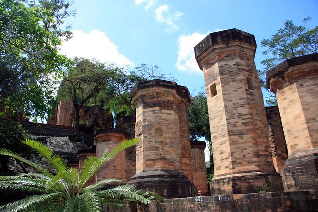 Po Nagar Cham Towers by CC user savannahgrandfather on Flickr