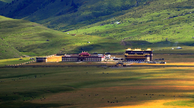 Jinlong Gonpa on the Lhagang Grassland, Tibet