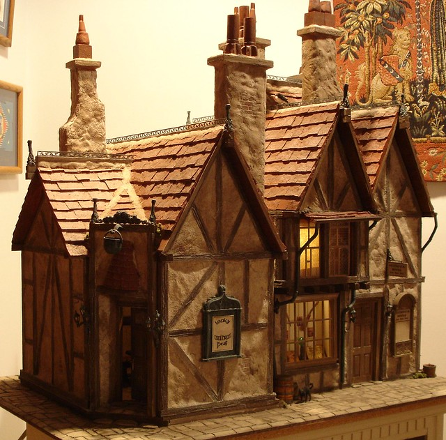 Leaky Cauldron / Diagon Alley Dollhouse From Harry Potter