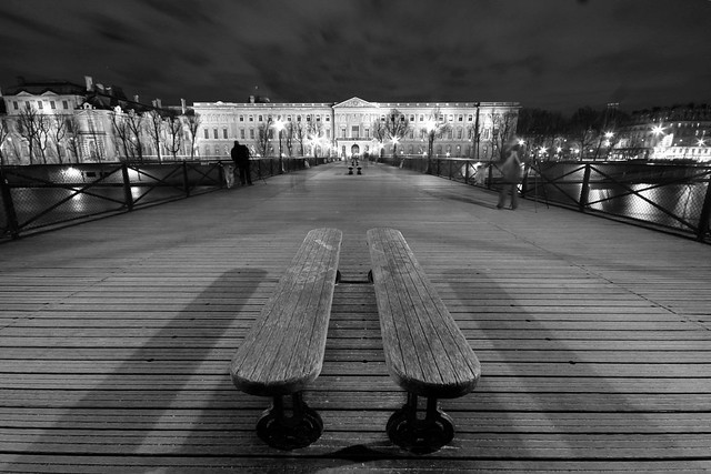 Bancs parallèles, Pont des Arts, Paris