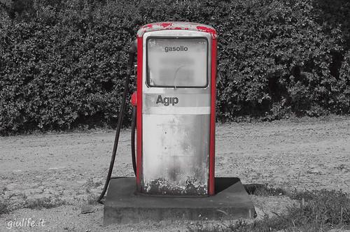 Caro benzina, un litro costa quanto tre pacchi di pasta $