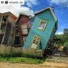#Repost @eduardo_dp ・・・ Casa Torta de Bichinho, distrito de Prados Minas Gerais. Essa inusitada casa virou uma das atrações de Bichinho. O local é uma área de entretenimento, com brinquedos para as crianças e café para os adultos. House crooked of Bichinh