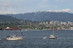 North Vancouver und die schneebedeckten Berge