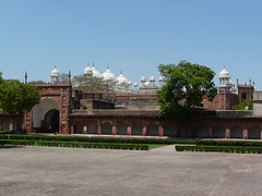 Diwan-i-Am courtyard with Moti Masjid in the background
