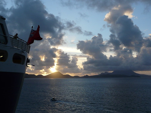 cruise vacation sunrise flag caribbean queenmary2