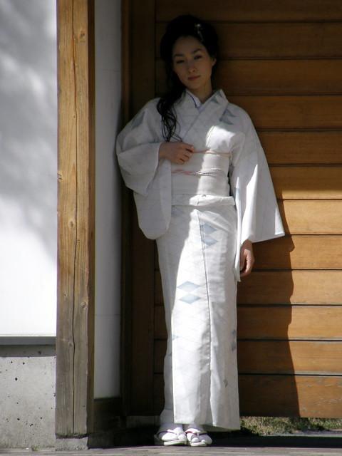 2380203008 da18c16699 z jpgWhite Kimono Ghost