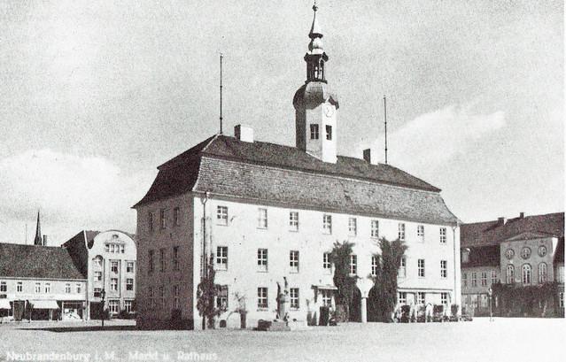Neubrandenburg Rathaus Marktplatz historisch