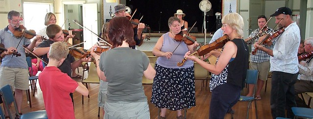 Violin lesson at the Moosic Muster