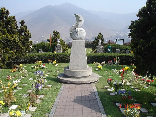 Lima cementerio jardines de la paz la molina a photo for Cementerio parque jardin la puerta