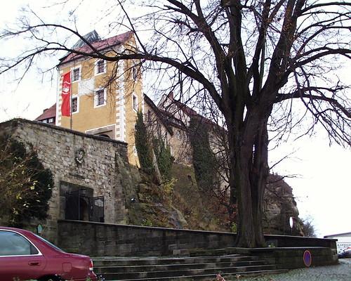 Wald rauscht durch das Gitter der Burg Stolpen