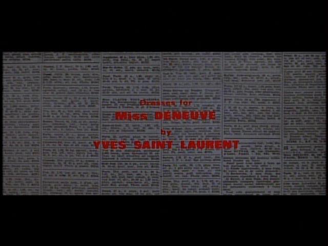 フランソワ・トリュフォー監督「暗くなるまでこの恋を」のクレジット。ミス・ドヌーヴ用衣装がイヴ・サンローランによってデザインされたことがわかる。