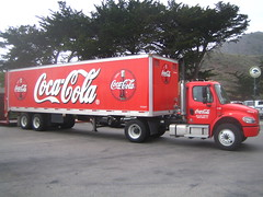 commercial vehicle(1.0), vehicle(1.0), truck(1.0), trailer truck(1.0), soft drink(1.0), carbonated soft drinks(1.0), cola(1.0), coca-cola(1.0),