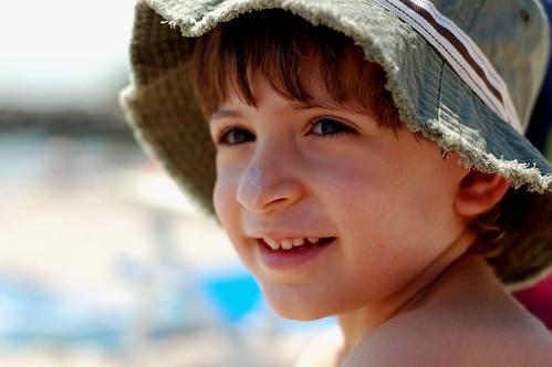 許多人去海邊玩都會擦防曬。(來源:bryan)