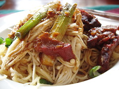 beef chow fun(0.0), yaki udon(0.0), chow mein(0.0), noodle(1.0), mie goreng(1.0), bakmi(1.0), fried noodles(1.0), lo mein(1.0), spaghetti(1.0), meat(1.0), hokkien mee(1.0), char kway teow(1.0), produce(1.0), food(1.0), dish(1.0), yakisoba(1.0), chinese noodles(1.0), southeast asian food(1.0), cuisine(1.0),