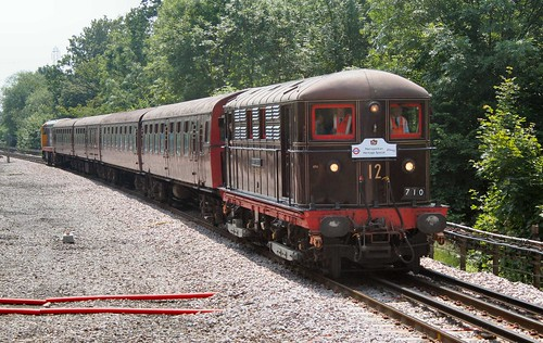 "Electric locomotive ""Sarah Siddons"" and 4-TC set at Moor Park"