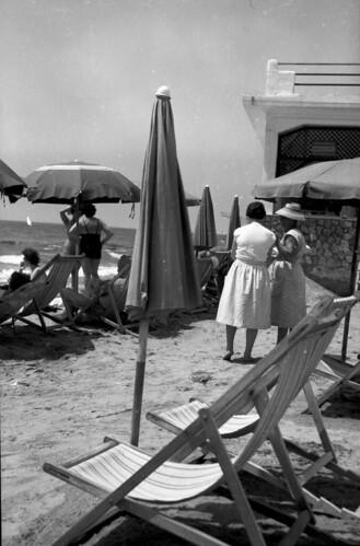 Beach Set women and umbrellas