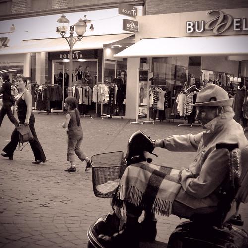 street kids germany square trier ezrapound f44 38mm 1160sec casioexz70 notreallysepianotreallyblackwhiteidontknowwhatididreally focallengthin35mmfilmequivalent eggatsby