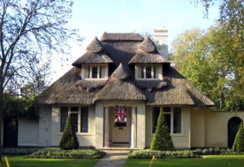 Thatched Cottage With Union Jacket Time Out walk Gerrards Cross to Cookham.