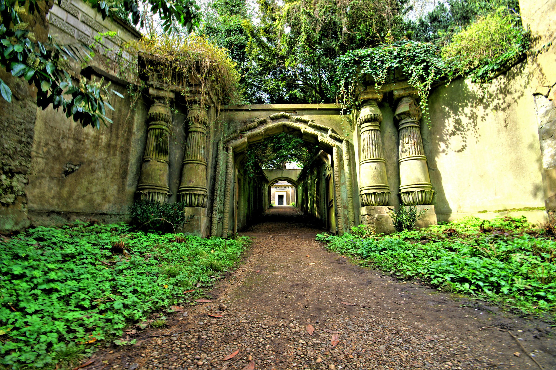Egyptian avenue highgate cemetery london flickr for Cementerio jardin