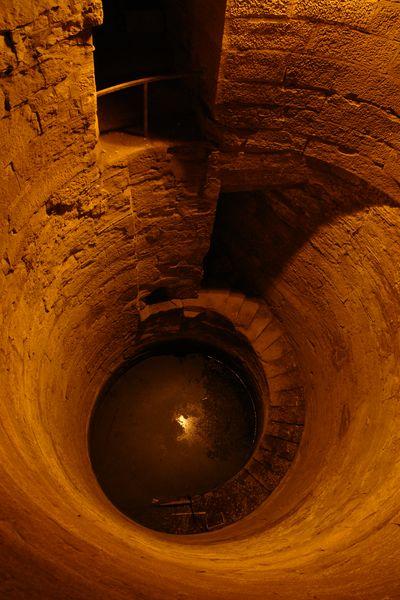Pozo para medir el nivel del Nilo Templos a la orilla del río Nilo en Egipto - 2474558166 17f8818e90 o - Templos a la orilla del río Nilo en Egipto