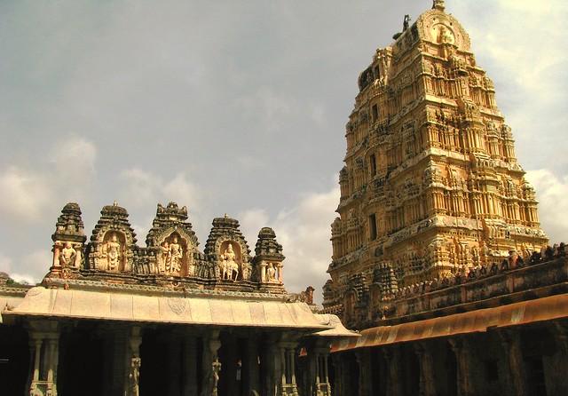 2645591905 2c8d8227bf z - Los templos Vímana en la India