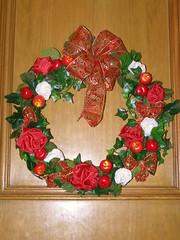 flower(0.0), floristry(0.0), decor(1.0), christmas decoration(1.0), wreath(1.0), petal(1.0),