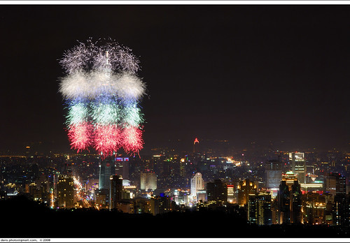 Taipei 101 greets New Year 2008 with fireworks