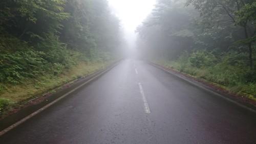 12日目、蓼科スカイラインは霧と別荘と快走路で構成される夢見心地な道
