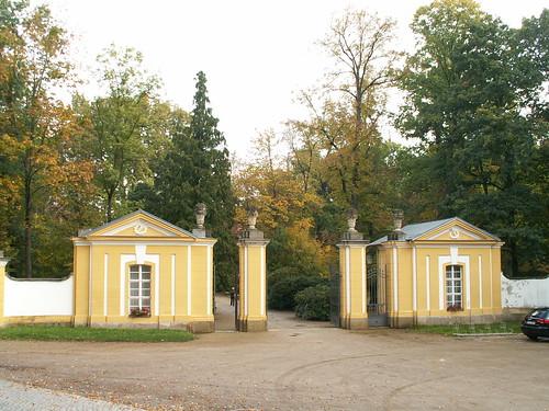 Geschichte, Architektur, Kunst, Natur – und Vogelschutz der Lausitz rund um Schloss Neschwitz in der warmen Jahreszeit, wurde in der ersten Hälfte des 18. Jahrhunderts als Sommerresidenz für den Herzog von Württemberg und Teck und seine Gemahlin erbaut 186312