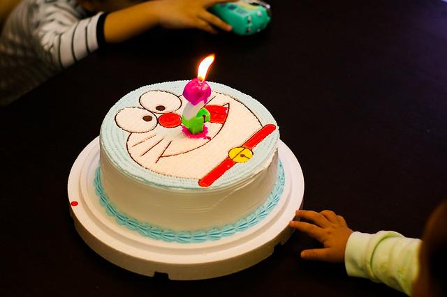多拉a梦的蛋糕,吸住了所有小朋友的目光