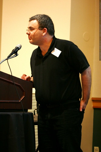 todd mintz introducing a speaker at sempdx searchfest 2008    MG 0209