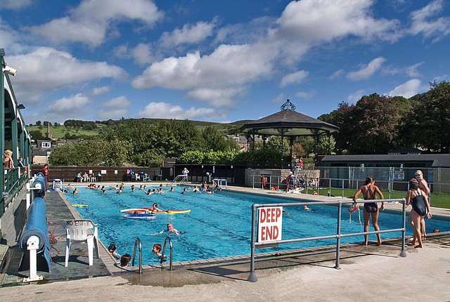 Hathersage open air heated swimming pool party time - Hathersage open air swimming pool ...