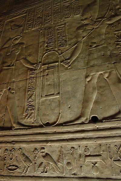 Edfu, Templo de Horus Templos a la orilla del río Nilo en Egipto - 2474553454 2012a0dec2 o - Templos a la orilla del río Nilo en Egipto