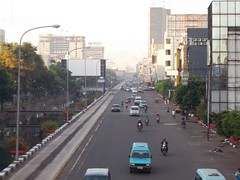 metropolitan area, highway, traffic, transport, road, urban area, cityscape, lane, controlled-access highway, city, downtown, traffic congestion, street, neighbourhood, pedestrian, infrastructure,