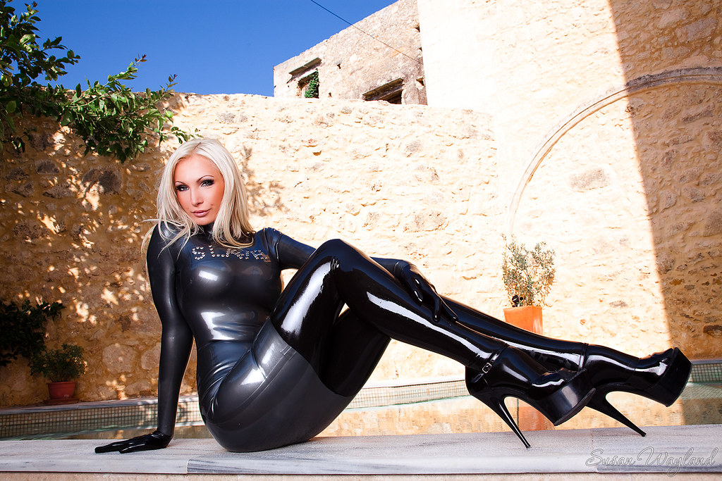 Alt binaries pictures erotica fetish latex photos 609